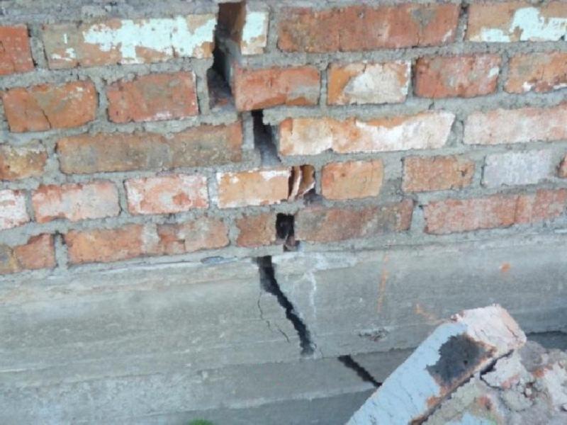 кирпичный дом даёт трещины играет в весеннюю пору почва как лучше скрыть трещины